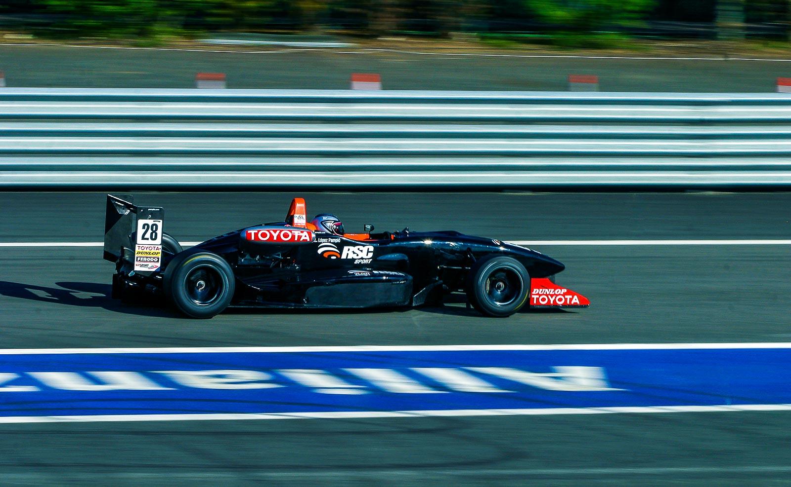 voiture de course Toyota