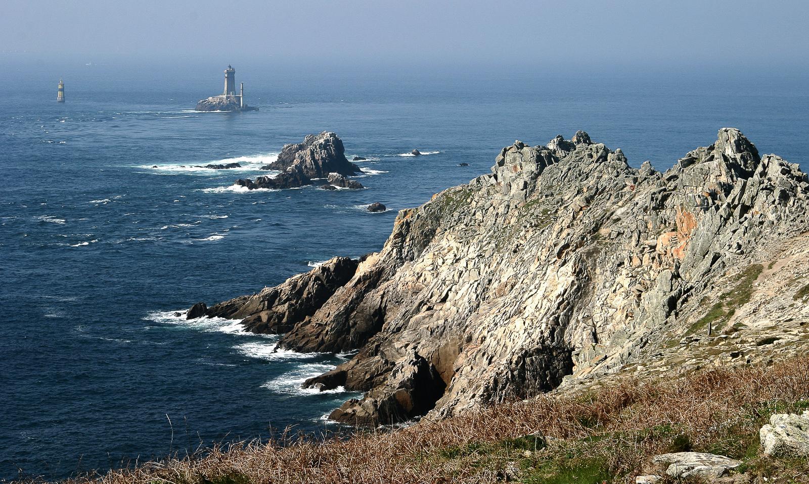 l'océan atlantique et la pointe du raz en bretagne